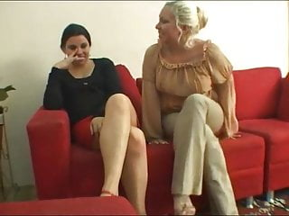 Hot kiss lesbo - Lesbo waiting-kissing room