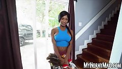 Ebony bombshell Sarai Minx tidies up for hardcore riding