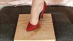 Shoe pump balls