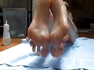 Hold it against me video sucks - Try to hold yourself against those sexy big soles