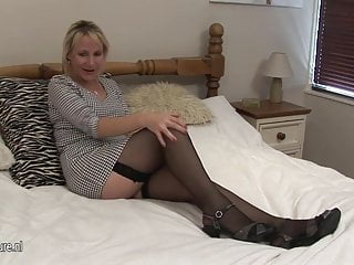 Mother viewing alone dick European housewife mother masturbate alone
