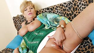 Euro gilf Ellis Shine rubs her shaven pussy