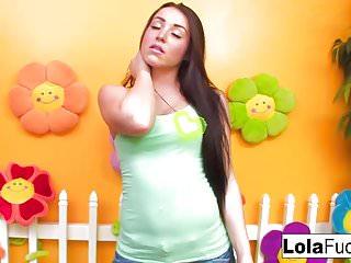 Teens lime green room - Lola masturbates in a green room
