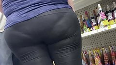 Nasty thick mature lady in leggings vpl