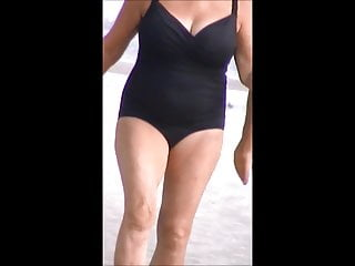 Big jug mature slut - Quick mature beach spy 14,, nice jiggly jugs