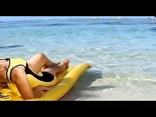 Xxx amisha patel Amisha patel yellow bikini show