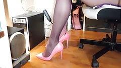 purple or pink stockings,in pink high heels?