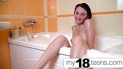MY18TEENS - Babe Masturbates In The Bath and Orgasm Closeup