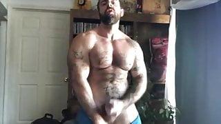 hot hairy bodybuilder huge cum