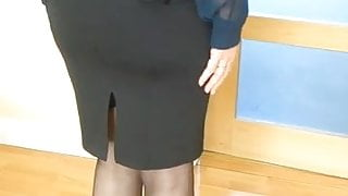 Look at my mature body. Leave dirty comments.