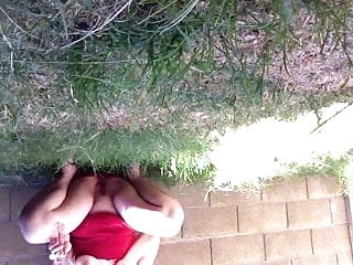 Amateur backyard sex - Squirting in my backyard with neighbors in theres