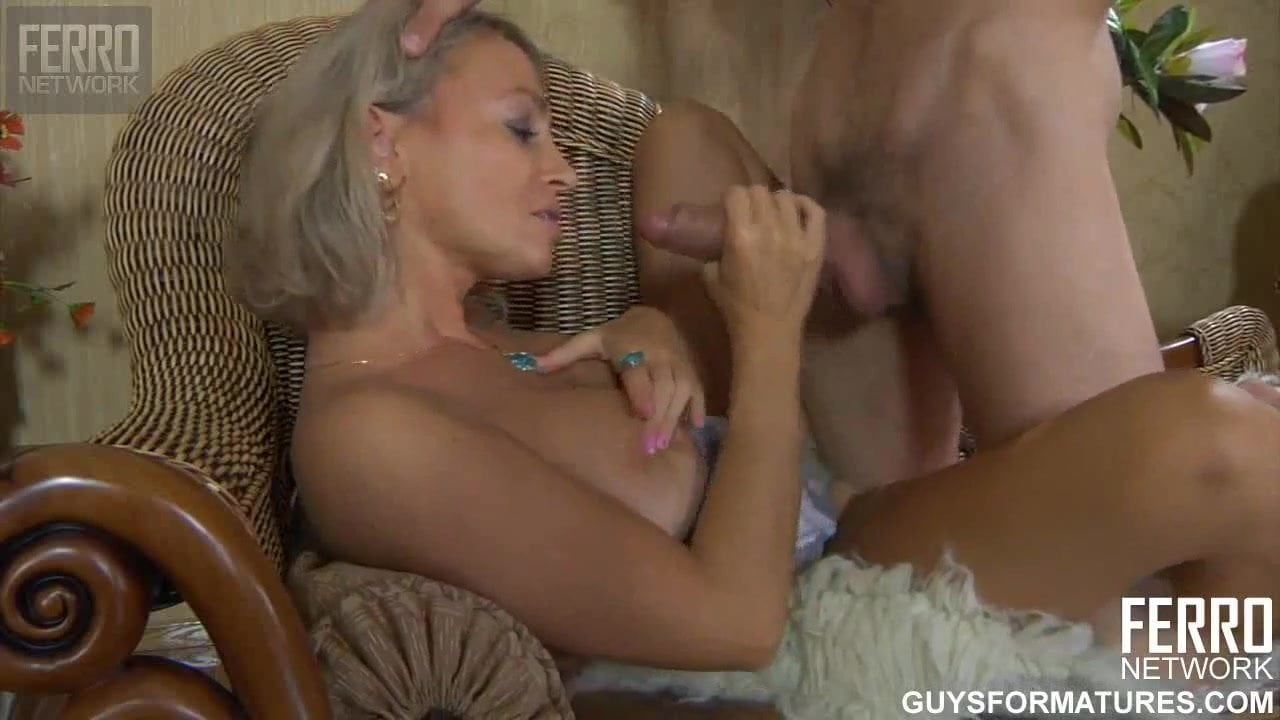 Free download & watch nephew after massage fucked his aunt          porn movies