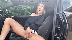 Milf gets herself off in car