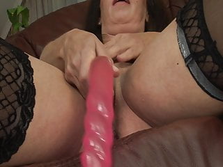 Free hot mature woman seks picture - Gilf season: hot mature woman masturbates before fucking wit