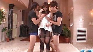 Mami Yuuki enjoys two males to devour her holes