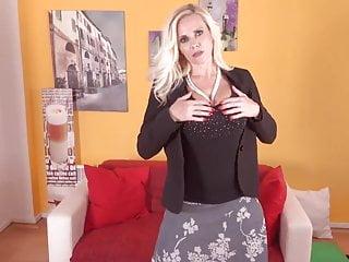 Amateur woman masturbation Mature woman masturbation