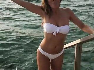 Elizabeth hassleback bikini Elizabeth hurley in a white bikini