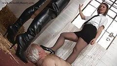 Discipline implacable pour les hommes dans les prisons dirigées par des femmes, partie 1