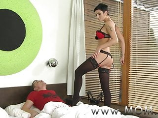 Short haired nudes - Mom short haired brunette takes his length