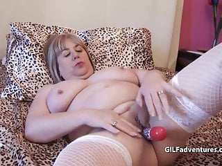Older gals mature Mature gal plugs her ass toys pussy and pees
