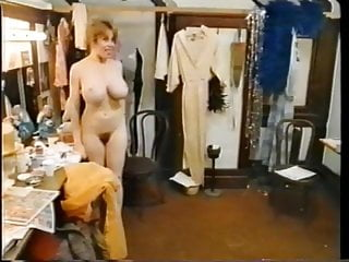 08 2005 pee takin Takin it off 1985 - kitten natividad - changing room