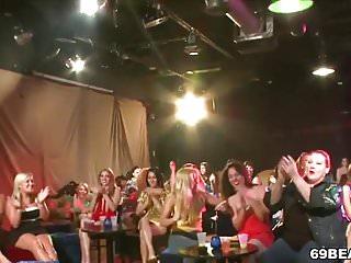 Bear dance porn - Horny sluts sucks dick at dancing bear stripper party