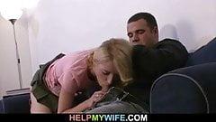 Незнакомец ублажает свою молодую жену