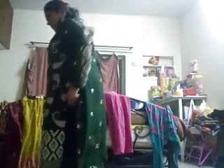 Hindu tits - Muslim anty rukshar begum clothes change in front of hindu