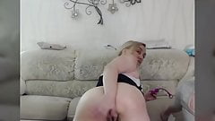 Girl makes her girlfriend fart