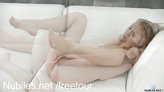 Smoking hot amateur pussy play