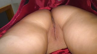 son looked under the skirt of his stepmom. Anal sex at home