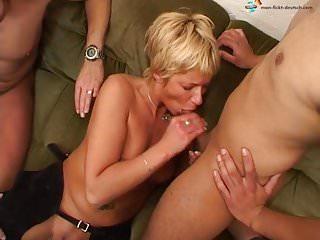 Nackt frau putzen beim Freundin mit