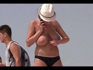 Beach boob pictures - French voyeur boobs 2015 a la plage
