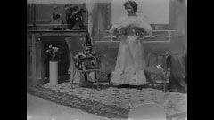 Le plus vieux film érotique jamais réalisé - une femme se déshabille (1896)