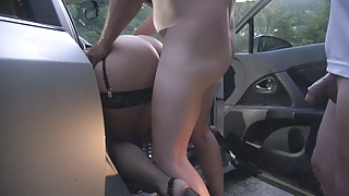 Jessica gets used by strangers at a local dogging spot