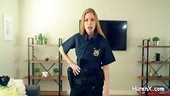 geile blonde Polizistin will Schwanz