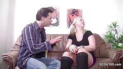 Stief-Tochter laest sich von ihm ficken fuer ein Taschengeld