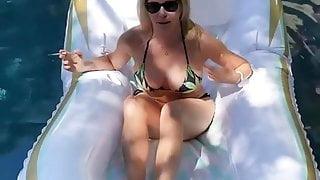 Chelsea Handler in bikini in Pool