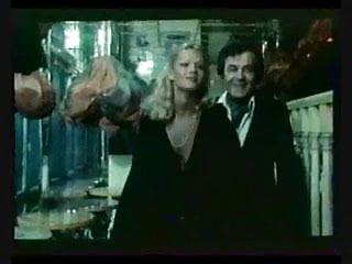 Belles cuisses sexy - Brigitte lahaie anna cuisses entrouvertes 1979 sc2