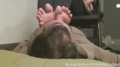 Blanca smell my feet and footjob
