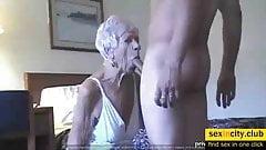 70歳おばあちゃんクーガーが若い20歳男に犯される