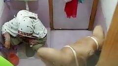 blond Indian Desi bhabhi aunty has a nude bath face fuck