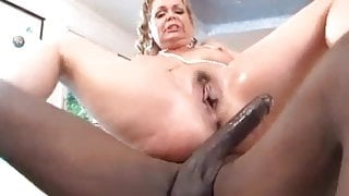 Single cougar squirts from balls deep bbc fucking