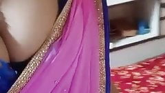 Bhabhi showing boobs in tight blouse