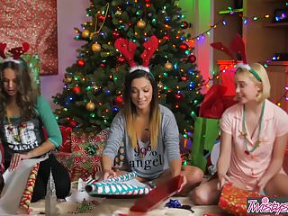 Gift lesbian store Twistys - the gift of giving - chloe couturejaye summersliza