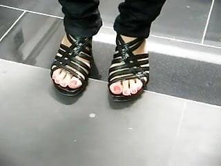 Public stranger fetish - Mature stranger posing feet