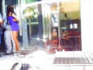 Mujeres en minifalda porno Mesera en minifalda y pantimeidas