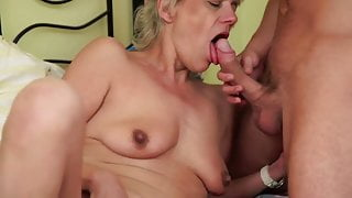Smilling MILF make him cum twice for her