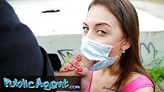 Публичный агент, трахает сексуальную и сладкую тинку с маской для лица
