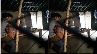 Exclusive- Sexy Village Bhabhi Sucking Deaver...